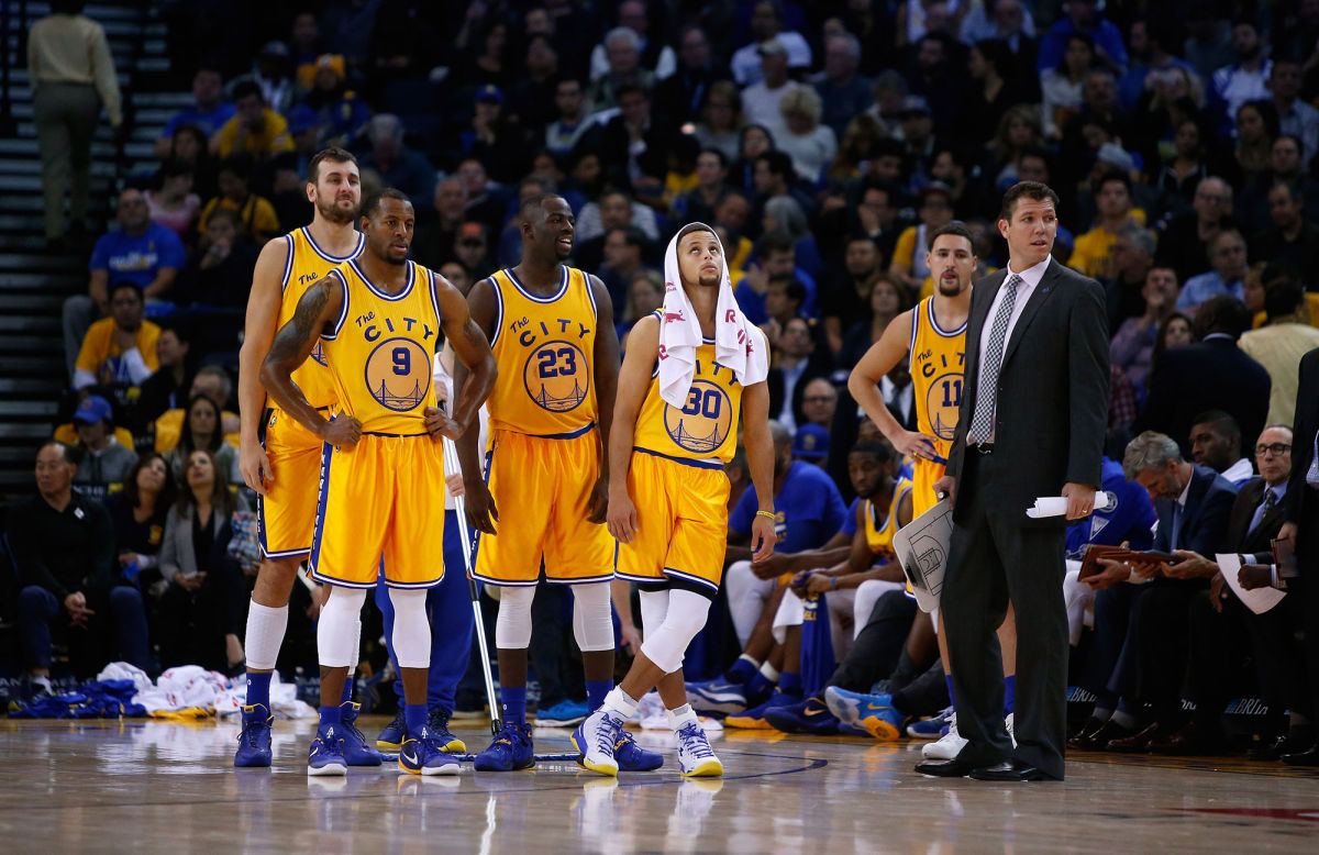 Golden State Warriors somam e seguem na NBA