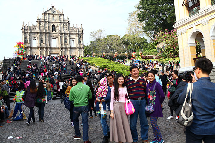 3-tourists-macau