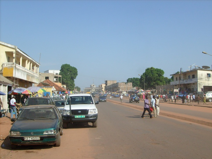 bissau_main_road_to_airport