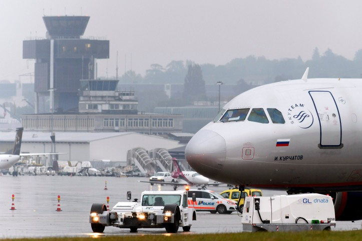 Aeroflot plane evacuated in Geneva after bomb threat
