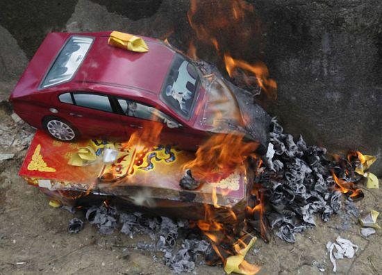 0.Burning-paper-effigies.jpg