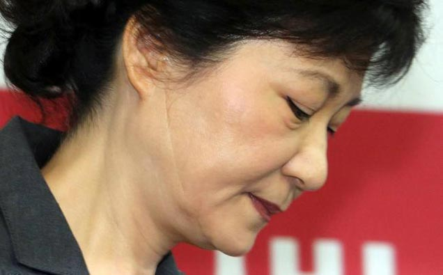 10-31_park_geun_hye_official_resign_1