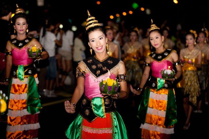 Loy-Krathong-Festival-in-Phuket-Thailand.jpg