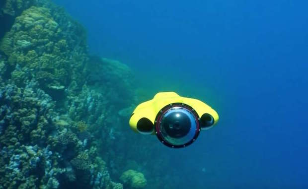a-drone-that-follows-you-and-films-underwater-2