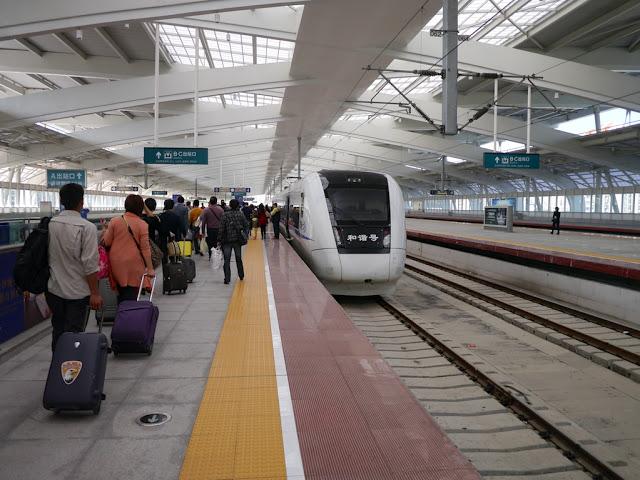 zhuhai-railway-station-boarding