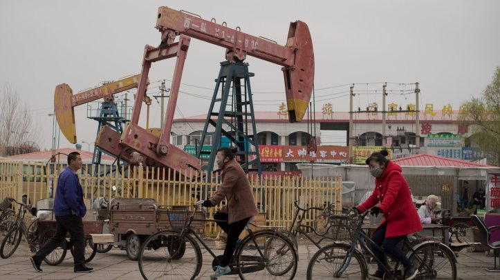 CHINA-ECONOMY-OIL-POLITICS