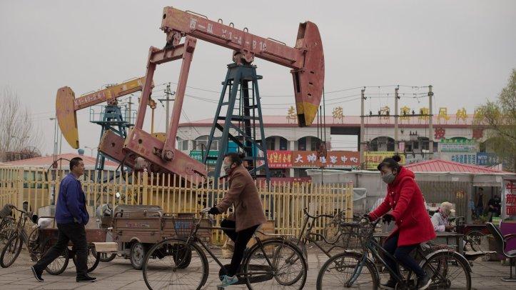 CHINA-ECONOMY-OIL-POLITICS