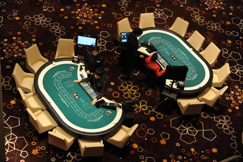 A general view of the main casino floor of the Hard Rock Cafe Hotel inside the City of Dreams complex in Macau on June 1, 2009. The launch of the 2.4 billion US dollar complex, which was set to open on June 1 -- the only casino opening in 2009 after six years of frantic construction in the former Portuguese colony -- is being seen as a barometer of whether the reclaimed Cotai Strip can emulate its more famous relation in Las Vegas and avoid sinking into obscurity. AFP PHOTO/MIKE CLARKE
