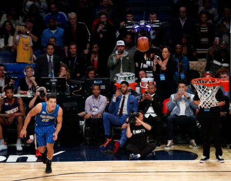 epa05803075 A drone (top) drops a basketball for Aaron Gordon to dunk during the NBA All-Star Slam Dunk Contest at Smoothie King Center, part of the NBA All-Star weekend in New Orleans, Louisiana, USA, 18 February 2017. The NBA All-Star Game will be played 19 February in New Orleans.  EPA/JOHN G. MABANGLO