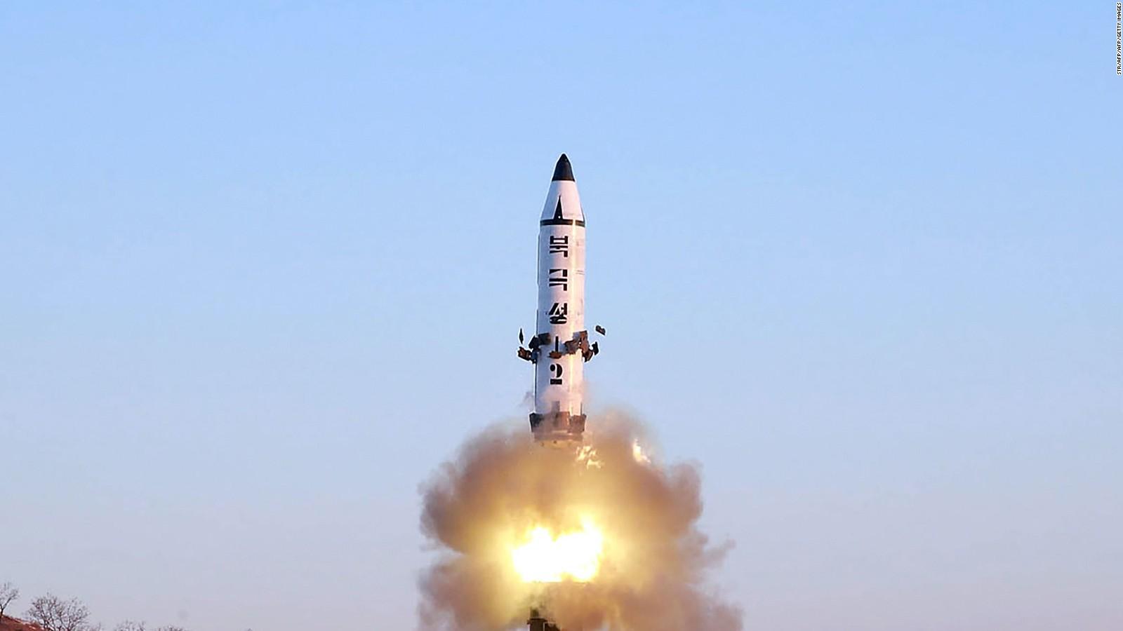 Coreia do Norte diz ter testado com sucesso novo míssil terra-mar
