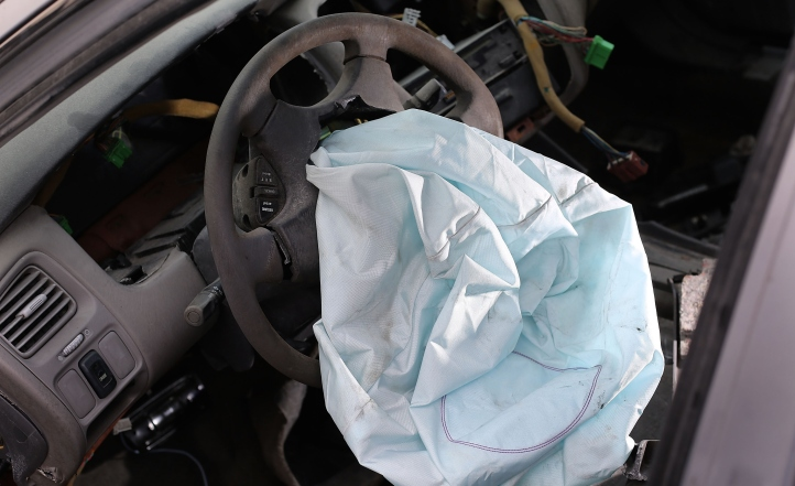 2001-Honda-Accord-deployed-airbag.jpg