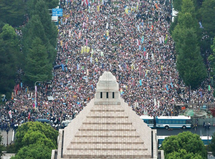2015-08-30T083440Z_943103772_GF10000186899_RTRMADP_3_JAPAN-POLITICS-PROTESTS.jpg