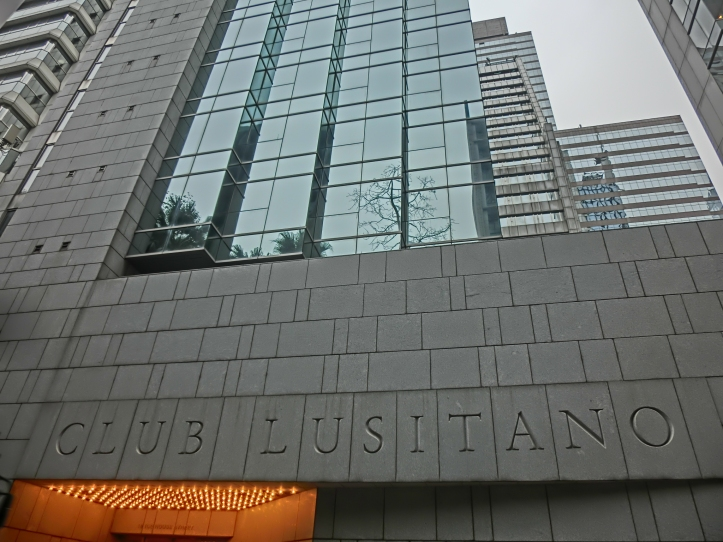 HK_中環_Central_雪廠街_Ice_House_Street_西洋會所大廈_Club_Lusitano_Building_name_sign_Mar-2014_glass_facade.JPG