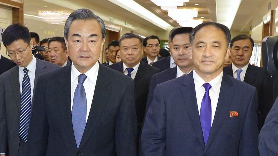 Ministro chinês das Relações Exteriores visita Coreia do Norte
